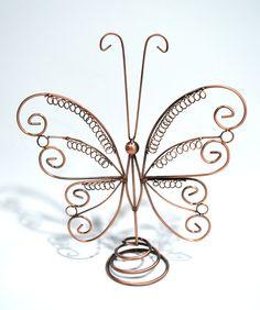 Con nuestros organizadores de joyas las tendrás todas bajo control, facilitandote los complementos que usaras con cada outfit......a que son una delicia. http://www.misstendencias.com/25-organizadores