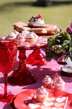 Valentine's Day Table Decor Idea Backyard Party Decorations, Engagement Party Decorations, Backyard Parties, Table Decorations, Valentine Treats, Valentines Day, Dessert Table Decor, Red And Pink Roses, Housewarming Party