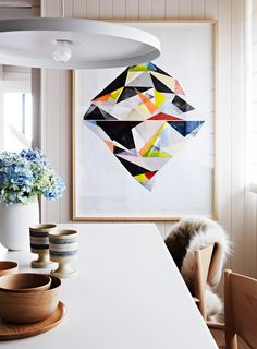 Big Appetite: 20 Dining Rooms With Large Scale Art colour features to enhance your Kitchen. Scandi Living, Interior Inspiration, Design Inspiration, Deco Cool, Large Scale Art, Geometric Wall Art, Geometric Painting, Geometric Patterns, Abstract Print