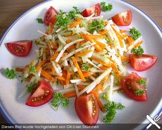 Kohlrabisalat mit Möhren, Gurken und Tomaten, ein sehr schönes Rezept aus der Kategorie Vegetarisch. Bewertungen: 35. Durchschnitt: Ø 4,0.