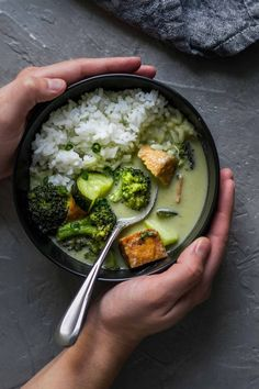 Vegan Thai Green Curry with Tofu, Broccoli, and Zucchini 》onelittlexavin 《 - x vegan lunch and dinner - Care Your Health Soup Recipes, Whole Food Recipes, Vegetarian Recipes, Cooking Recipes, Healthy Recipes, Healthy Drinks, Pepper Recipes, Vegan Meals, Vegan Thai Green Curry