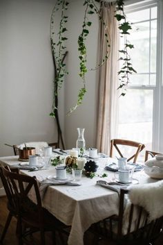 Holiday table decorating ideas.