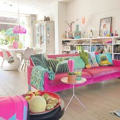 Inexpensive Apartment Living Room Decor Ideas To Inspire You - Living Room Decor Colors, Colourful Living Room, Room Colors, Living Room Interior, House Colors, Living Room Designs, Pink Living Room Furniture, Cool Living Room Ideas, Living Rooms