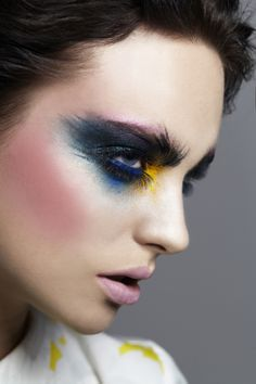 An artsy twist on the smokey eye! #beauty