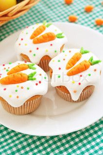 Image of 'Easter cupcakes with candy carrots'