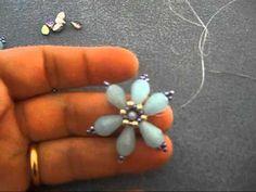 materiale occorrente : gocce da 12x8 mm ,perla da 4 mm, rocailles da 11 /0 , 8/0 e 15/0 (per creare l'asolina) , e perline pip ,filo fireline 0,15 ago 10 ....