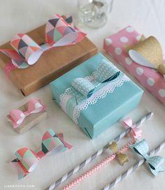 Schicke papierschleifen zum Ausdrucken für eine kreative Geschenkverpackung. Die Muster für die Schleifen findet ihr bei der Quellenangeb und dann einfach beliebiges Papier zum Ausdrucken benutzen und fertig sind die farbenfrohen Schleifen