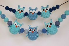 A free crochet pattern of Owls.Do you also want to crochet these owls? Read more about the pattern Crochet Pattern Owls and balls for Baby Carriage Crochet Baby Mobiles, Crochet Mobile, Crochet Baby Toys, Crochet For Kids, Baby Knitting, Free Crochet, Owl Crochet Patterns, Crochet Owls, Amigurumi Patterns