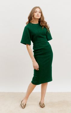 Batwing Dress, Batwing Sleeve, Daily Fashion, Fashion News, 21st Dresses, Green Midi Dress, Vogue Russia, Wide Leg Trousers, Elegant Dresses