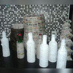 Artesanatos de jornal!  Garrafas decorativas, cestos e árvore de natal!