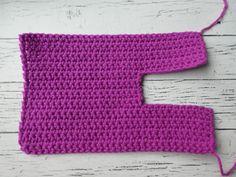 Easy peasy adult crochet slippers, sizes Easy free pattern to make the easiest crochet slippers for adults! Great for beginners! Easy Crochet Slippers, Crochet Slipper Boots, Crochet Slipper Pattern, Crochet Baby Booties, Crochet Patterns, Felted Slippers, Stitch Patterns, Knitting Patterns, Free Crochet