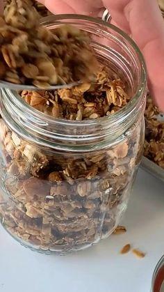 Vegan Granola, Healthy Granola Bars, Granola Recipe Honey, Granola Oats, Muesli, Honey Recipes, Fall Recipes, Homemade Granola Recipes, Food Videos