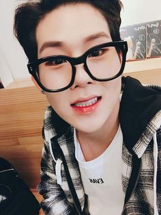 Картинки по запросу jooheon monsta x selca