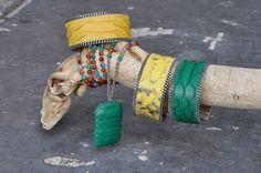Manchette en python vert, jaune et collier en python vert