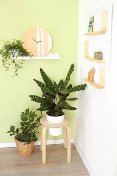 Do it yourself: Ein Frosta-Hocker von Ikea, drei coole Hacks DIY Frosta Hack from a stool becomes a Diy Interior, Diy Garden Decor, Diy Home Decor, Frosta Ikea, Ikea Plants, Ikea Stool, Ikea Furniture Hacks, Diy Plant Stand, Hacks Diy