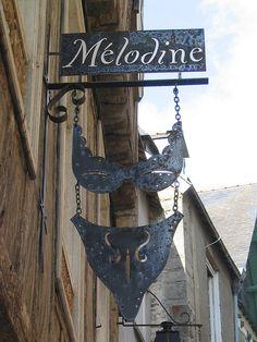 Shop sign of a lingerie shop in Vannes, France. Boutique Interior, Lingerie Store Design, Blade Sign, Lingerie Vintage, Storefront Signs, Pub Signs, Shop Fronts, Advertising Signs, Store Signs