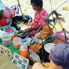 Fresh fruit and Thai food served from a modified canoe at Bophut Beach, Koh Samui #kohsamui #beach #Thailand #maitaiholiday #thaifood #bophut