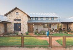 Great farmhouse exterior design ideas (49)