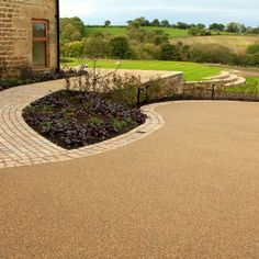Resin Bonded Driveways, Patios and Pathways Gallery - Resin Drives Front Driveway Ideas, Garden Ideas Driveway, Driveway Design, Driveway Landscaping, Garden Paths, Driveway Paving, Driveway Entrance, Walkway, Resin Driveway