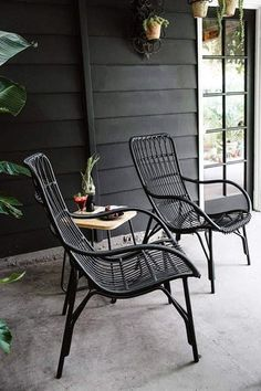 Chairs for Your Breathtaking Outdoor Furniture Here are types of garden chairs you could select for the amazing rustic decoration of your courtyard.Here are types of garden chairs you could select for the amazing rustic decoration of your courtyard. Wicker Furniture, Bar Furniture, Furniture Design, Black Outdoor Furniture, Out Door Furniture, Furniture Layout, Rustic Furniture, Wicker Dresser, Wicker Mirror