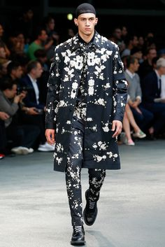 Vogue Mode: Trends, Fashion-News, Star-Looks und Accessoires - Vogue. Runway Fashion, Fashion Show, Fashion Design, Men's Fashion, Elite Fashion, Fashion Menswear, Fasion, Men's Collection, Summer Collection
