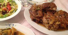 Μας αρέσουν ιδιαίτερα τα κότσια, όχι μόνο για τις γιορτές, τα μαγειρεύω με διάφορους τρόπους, με τις πατάτες και το πράσο... Greek Recipes, Pork Recipes, Food And Drink, Beef, Chicken, Cooking, Trials, Meat