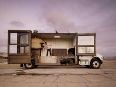 sometimes played out trends can still work. shipping container + food truck = oOOo    (Del Popolo mobile pizzeria store design)