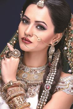 Image uploaded by Sharon Martin. Find images and videos about asian bridal makeup and asian makeup artist on We Heart It - the app to get lost in what you love. Indian Bridal Makeup, Asian Bridal, Bridal Hair And Makeup, Bride Makeup, Bridal Beauty, Wedding Makeup, Wedding Bride, Wedding Hair, Wedding Dresses