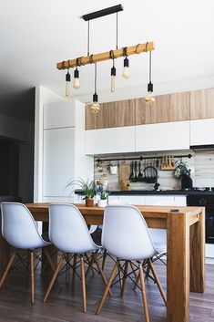 A touch of creativity and these awesome small kitchen design ideas is all you need to transform a cozy kitchen into a stylish small modern kitchen. Rustic Kitchen, Kitchen Decor, Kitchen Ideas, Cozy Kitchen, Big Kitchen, Kitchen Pictures, Kitchen Trends, Kitchen Interior, Kitchen Storage