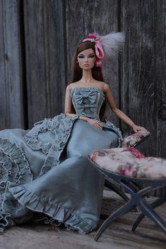 dolls  beautiful gowns ....../..........12.19.4 qw