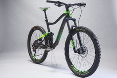 There's a directness to the ride of the Giant Trance 2 that makes it feel very efficient and fluid. Giant Trance, Bicycle Maintenance, Cycling Bikes, Road Bike, Mtb, Mountain Biking, Bike Stuff, Bicycles, Trucks