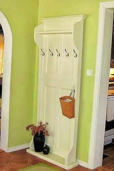 love this idea! I have an old door just waiting for me right now :)