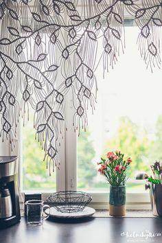 Helmihytti: DIY – Macrame curtains with asymmetrical vine pattern – English translation