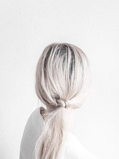 platinum + low knotted #pony