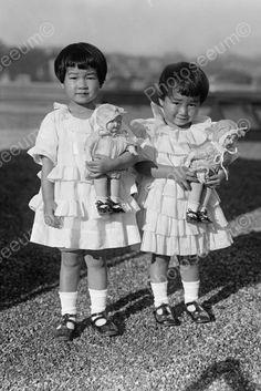 photo girls w/ dolls
