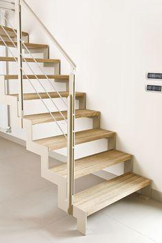 Scala a rampe in ferro e legno – Elite Strike Wood Tokyo Home Stairs Design, House Design, Glass Stairs, House Stairs, My Dream Home, Sweet Home, Decoration, New Homes, Loft