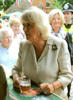 Camilla talking with the owner of the stall as she enjoys her cold beer.