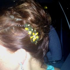 Messy hair (when you don't have the time or patience) just add a pretty hair clip and itll look super polished. Great look for summer!