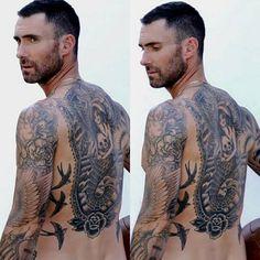 "1,252 Me gusta, 6 comentarios - Adam Levine Fanpage (@adamlevinefcb) en Instagram: ""His back tho oh my gosh btw Twd returns tonight I'm so excited #adamlevine"""