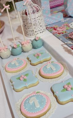 Beautiful decorated sugar cookies at a shabby chic baptism party! - Beautiful decorated sugar cookies at a shabby chic baptism party! See more party planning ideas at - Shabby Chic Cookies, Cumpleaños Shabby Chic, Shabby Chic Curtains, Shabby Chic Baby Shower, Shabby Chic Crafts, Shabby Chic Homes, Shabby Chic Furniture, Shabby Chic Kitchen Table, Petit Cake