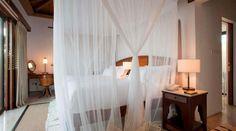Soveværelse i pool villaerne på The Residence Zanzibar Tanzania, Villa, Curtains, Bed, Travel, Furniture, Home Decor, Africa, Blinds