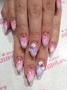 I don't normally go with fake nails for the lack of functionality, but I think these are pretty.