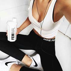 Outfit sportchic por si ya le echaste el ojo a un galán del gym Fit Girl Motivation, Fitness Motivation, Fitness Quotes, Motivation Quotes, Mode Outfits, Sport Outfits, Cute Gym Outfits, Casual Outfits, Fitness Inspiration