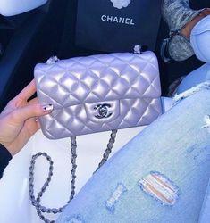 Gucci Bamboo Daily Leather Tote Handbag 370828 9022 (Off-White) Burberry Handbags, Chanel Handbags, Purses And Handbags, Leather Handbags, Chanel Purse, Luxury Purses, Luxury Bags, Luxury Handbags, Sacs Louis Vuiton