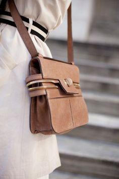 デザインはしっかりしてる小さめサイズのバック|Sayo Woman bag Life -女性バックライフ-