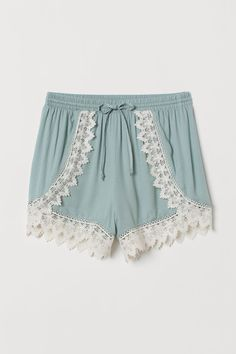 Short shorts in crêped, woven viscose fabric. Elasticized drawstring waistband and decorative trim at front and at hems. Older Women Fashion, Tween Fashion, Cute Fashion, Girl Fashion, Fashion Blogs, Fall Fashion Trends, Fall Trends, Autumn Fashion, Lace Trim Shorts
