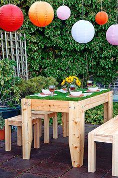 Wie wäre es mit echtem Rasen statt einer Tischdecke? Passend zur Fußball EM könnt ihr mit diesem Gartentisch mit lebendem Grün die richtige Atmosphäre schaffen. Wir zeigen Dir wie´s geht!