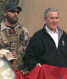 Navy seals and president Bush Military Personnel, Military Police, Special Forces Gear, Naval Special Warfare, Seal Team 6, American Freedom, American Pride, Special Ops, Men In Uniform