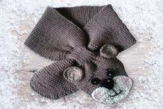 Schnapp Dir die Stricknadeln   1 Häkelnadel, damit Du einen tollen Schal für Dein Baby/Kleinkind mit einer hübschen Häkelapplikation herstellen kannst.