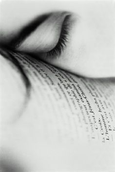 Do you #read just before falling asleep? www.digiwriting.com Photo by Eric Larrayadieu.°